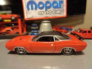 【送料無料】模型車 モデルカー スポーツカー カスタムダッジカスタムタイヤリムcustom greenlight 1971 dodge challenger rt in red custom tires and rims 164 8