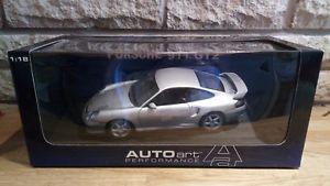 【送料無料】模型車 モデルカー スポーツカー パフォーマンスポルシェautoart performance 118 porsche 911 gt2 2002 77841 boxed