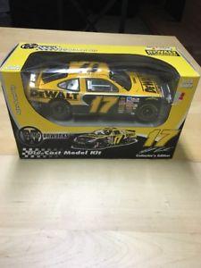 【送料無料】模型車 モデルカー スポーツカー #マットモータ118 motor works 2003 17 dewalt matt kenseth