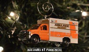 【送料無料】模型車 モデルカー スポーツカー カスタムフォードクリスマススケールアドルノcustom ford f350 ambulance rescue emt christmas ornament 164 scale adorno f 350
