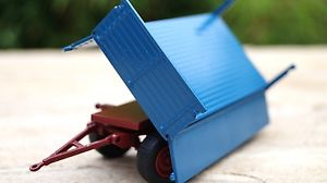 【送料無料】模型車 モデルカー スポーツカー コンラッドドローバサイドダンプメルセデスベンツラックトレーラconrad deichselanhnger mit zweiseitenkippmulde blau fr mercedes benz lak