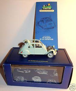 【送料無料】模型車 モデルカー スポーツカー シトロエンボックスフィオーレvoiture citroen 2cv 1954 emboutie des bijoux de la castafiore 143 in box 1