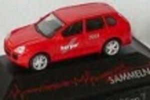 【送料無料】模型車 モデルカー スポーツカー ポルシェカイエンherpa 263122 porsche cayenne rot