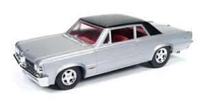 【送料無料】模型車 モデルカー スポーツカー ポンティアックシルバーauto world 124 1964 pontiac gto diecast car silver aw24007