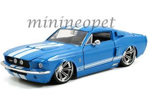 【送料無料】模型車 モデルカー スポーツカー フォードシェルビーマスタングダイカストストライプjada 97401 1967 ford shelby mustang gt500 124 diecast blue with white stripes