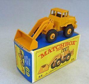 【送料無料】模型車 モデルカー スポーツカー マッチトターショベルlesney matchbox toys mb69b tractor shovel yellow
