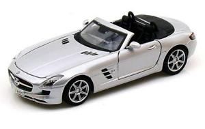 【送料無料】模型車 モデルカー スポーツカー maisto 124 mercedes benz sls amg roadster diecast model car silver 31272