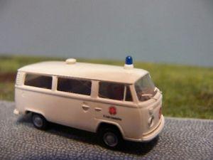 【送料無料】模型車 モデルカー スポーツカー バスフリードリヒハーフェン187 brekina vw t2 johanniter friedrichshafen bus