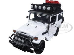 【送料無料】模型車 モデルカー スポーツカー トヨタホワイトヒートtoyota fj40 fj 40 land cruiser 4x4 overlanders white 124 by motormax 79137