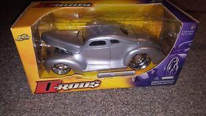 【送料無料】模型車 モデルカー スポーツカー フォードクーペシルバーjada toys 124 drods 40 ford chopped coupe slammed silver detailed shaved