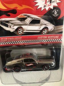 【送料無料】模型車 モデルカー スポーツカー ホットホイールブラックストライプカスタムムスタング