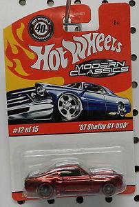 【送料無料】模型車 モデルカー スポーツカー キャンディレッドフォードマスタングシェルビーモダンホットホイールcandy red 1967 shelby gt 500 2008 40 ford mustang modern classics 12 hot wheels