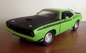 【送料無料】模型車 モデルカー スポーツカー アメリカダイカストertl 1970 green cuda american muscle 118 diecast