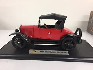 【送料無料】模型車 モデルカー スポーツカー クリーブランドロードスターシグネチャーモデル1920 cleveland roadster signature models 118 red