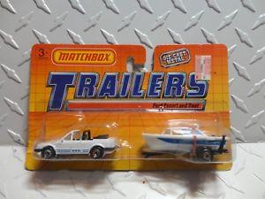 【送料無料】模型車 モデルカー スポーツカー マッチホワイトフォードエスコートボートセットmatchbox trailers white ford escort amp; boat set