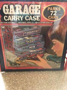 【送料無料】模型車 モデルカー スポーツカー ヴィンテージタラホットホイールマッチガレージキャリーケースvintage 1984 tara toy corp garage carry case parks 72 hot wheels matchbox cars