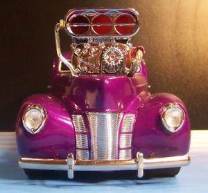 【送料無料】模型車 モデルカー スポーツカー マシンフォードセダンデリバリーパープルボックスmuscle machines 118 40 ford sedan delivery purple lightly modified no box