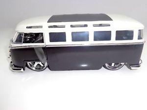 【送料無料】模型車 モデルカー スポーツカー オリジナル vw t1 samba von jada in 124 schwarzweiss, 91694 original   neu