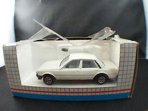 【送料無料】模型車 モデルカー スポーツカー アルゼンチンプジョーヌフgalgo argentina peugeot 505 143 neuf boite boxed mib