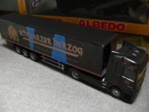 【送料無料】模型車 モデルカー スポーツカー アルベドアクトロスデュークビールケース187 albedo mb actros wolters schwarzer herzog bier kersz 250077
