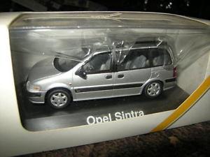 【送料無料】模型車 モデルカー スポーツカー オペルトラシルバー143 schuco opel sintra silbersilver ovp