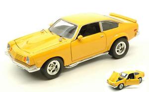 【送料無料】模型車 モデルカー スポーツカー シボレーベガイエローモデルヒートchevrolet vega 1974 yellow 124 model motormax