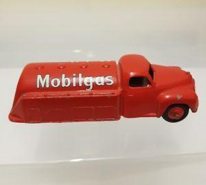 【送料無料】模型車 モデルカー スポーツカー タンカーdinky 440 mobilgas tanker