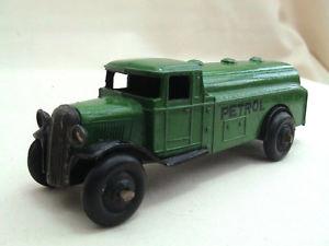 【送料無料】模型車 モデルカー スポーツカー ガソリンタンクワゴンタイプガソリンdinky meccano 25d petrol tank wagon type 3 green petrol