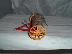 【送料無料】模型車 モデルカー スポーツカー #ファームヘイレーキスケールビンテージdinky toy 27k farm hay rake used 143 scale original playworn vintage see pics