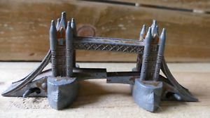 【送料無料】模型車 モデルカー スポーツカー ビンテージロンドンタワーブリッジモデルイングランドvintage eebee toys london tower bridge die cast model metal england