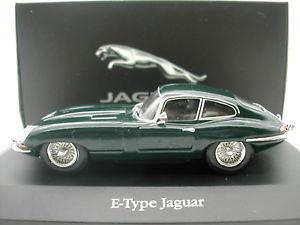 【送料無料】模型車 モデルカー スポーツカー アトラスジャガータイプクーペブリティッシュレーシンググリーンneues angebotatlas 143 jaguar etype coupe british racing green mib