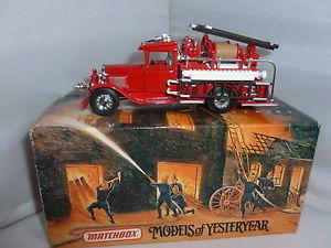 【送料無料】模型車 モデルカー スポーツカー マッチダイカストフォードmatchbox diecast fire engine yfe06 1932 ford aa fire engine