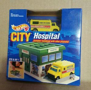 【送料無料】模型車 モデルカー スポーツカー ホットホイールランスhot wheels 1991 sto amp; go city hospital play set amp; yellow ambulances
