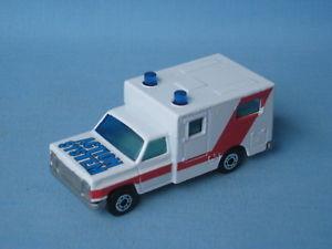【送料無料】模型車 モデルカー スポーツカー マッチシステムアメリカモデルカーmatchbox ambulance action system usa issue medic 75mm toy model car