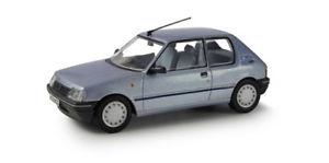 【送料無料】模型車 モデルカー スポーツカー コーギーネットワークプジョーcorgi vanguards va12701 143 peugeot 205 11 look topaze blue