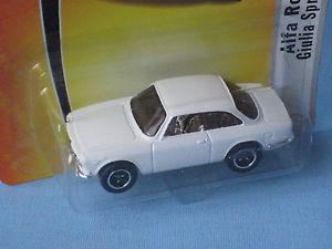 【送料無料】模型車 モデルカー スポーツカー マッチアルファロメオジュリアスプリントホワイトクラシックスポーツモデルmatchbox 1965 alfa romeo giulia sprint gta white classic sports toy model 65mm