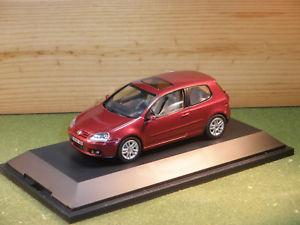 【送料無料】模型車 モデルカー スポーツカー メタリックレッドスケールフォルクスワーゲンゴルフドアvolkswagen golf 3 door in metallic red 143rd scale