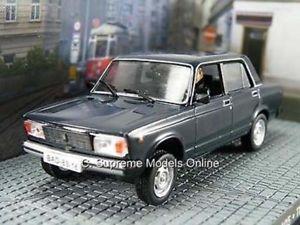【送料無料】模型車 モデルカー スポーツカー ラダサイズモデルカーダークセダンタイプクラシックlada 2105 143rd size model car saloon dark interior type classic bxd y0675j^*^