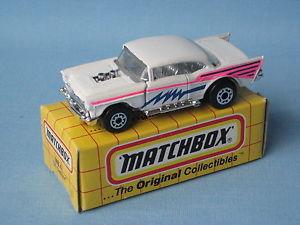 【送料無料】模型車 モデルカー スポーツカー マッチシボレーホワイトボディmatchbox 1957 chevy white body toy car boxed 75mm long