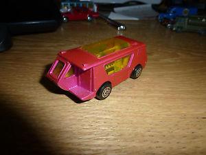 【送料無料】模型車 モデルカー スポーツカー ピンクコーギーキャンパーcorgi juniors wigwamvan camper in pink