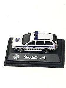 【送料無料】模型車 モデルカー スポーツカー シュコダコンビネットワークスケールモデル2004 skoda octavia combi mestska policie 172 scale model by abrex