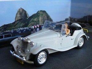 【送料無料】模型車 モデルカー スポーツカー ジェームスボンドスケールモデルカーロジャームーアミントjames bond mp lafer car moonraker model 143rd scale roger moore mint boxed