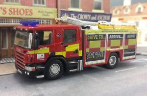 【送料無料】模型車 モデルカー スポーツカー cpハートフォードシャーモデルオックスフォードアトラスscania cp28 p280 angloco hertfordshire fire engine model 176 oo00 oxford atlas