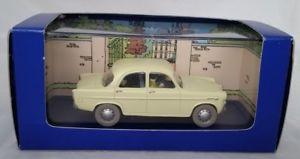 【送料無料】模型車 モデルカー スポーツカー タンタンアルファロメオtintin alfa romeo berlina