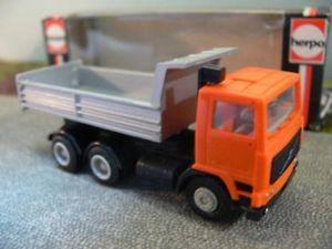 【送料無料】模型車 モデルカー スポーツカー ボルボオレンジ187 herpa volvo f10 kipper orange 800 502