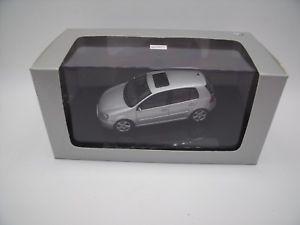 【送料無料】模型車 モデルカー スポーツカー フォルクスワーゲンゴルフゴルフドアフォルクスワーゲントップvolkswagen golf v golf 5 5 portes doors autoart 143 143 vw top