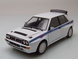【送料無料】模型車 モデルカー スポーツカー ランチアデルタホワイトモデルカーlancia delta hf integrale evo 2 1989 wei, modellauto 124 burago