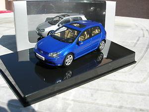【送料無料】模型車 モデルカー スポーツカー フォルクスワーゲンフォルクスワーゲンゴルフautoart 143 vw volkswagen golf v 5 portes bleue metalise ref 59773