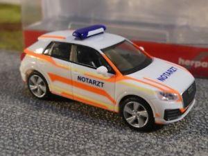 【送料無料】模型車 モデルカー スポーツカー アウディ187 herpa audi q2 notarzt 093661