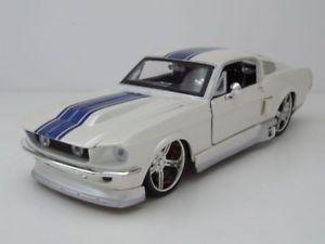 【送料無料】模型車 モデルカー スポーツカー フォードムスタングホワイトメタリックチューニングモデルカーford mustang gt 1967 wei metallic, tuning, modellauto 124 maisto